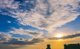 Twillight de la puesta del sol sobre la ciudad de Bangkok Fotos de archivo libres de regalías
