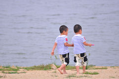 Twin brothers at the beach Royalty Free Stock Photography