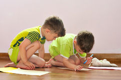 Twin brothers draw pictures Royalty Free Stock Photos