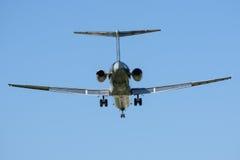 Twin-Engine Jet Landing Royalty-vrije Stock Foto