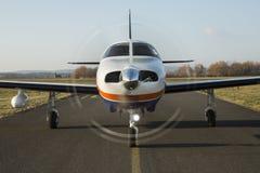 Twin-engine zuigervliegtuigen royalty-vrije stock afbeelding