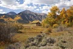 Free Twin Lakes Cabin Royalty Free Stock Photo - 26145155