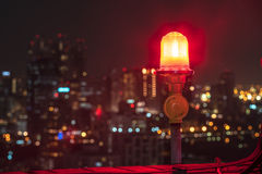 Twin red obstruction lights on the rooftop with city view in the Royalty Free Stock Photos