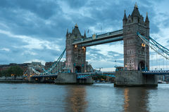 Twinlight cityscape of Tower Bridge and Thames River, England Stock Photography