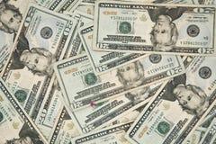 Twintig Amerikaanse dollar rekeningen op een lijst Royalty-vrije Stock Afbeeldingen