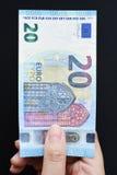 Twintig Euro op hand Stock Foto