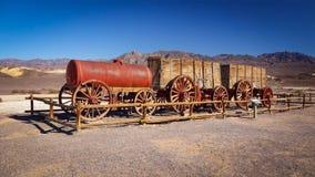 Twintig Muilezel Team Wagon in Doodsvallei Stock Afbeelding