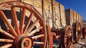 Twintig Muilezel Team Wagon in Doodsvallei Stock Foto's