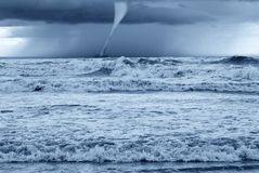 Twister im Meer Stockfoto