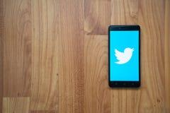 Twitter en smartphone Foto de archivo libre de regalías
