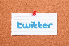 Twitter. Logo note paper pinned on corkboard Royalty Free Stock Images