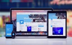 Twitter på den pro-Apple för iPad för Apple iPhone 7 pro-klockan och Macbooken Arkivfoton