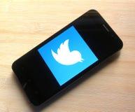 Twitter på smartphonen arkivbild