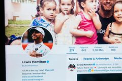 Twitter profil av Lewis Hamilton från Oktober 2018 royaltyfri foto