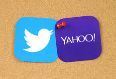 Twitter and Yahoo icons pinned on cork bulletin board. Kiev, Ukraine - September 12, 2016: Twitter and Yahoo icons printed on paper and pinned on cork bulletin Royalty Free Stock Photos