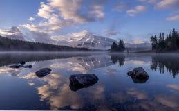 Two杰克湖在班夫国家公园 库存照片