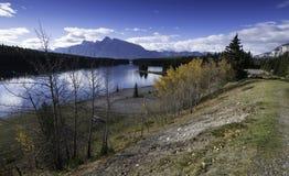Two杰克湖,班夫,亚伯大,加拿大 免版税库存图片