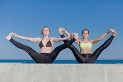 Two attractive young women exercising on open air Royalty Free Stock Photography