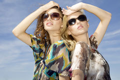 Two beautiful girl in sunglasses Royalty Free Stock Photo