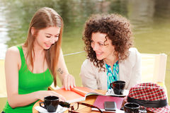Two beautiful girls chatting over a coffee Royalty Free Stock Photo
