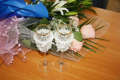 Two beautiful wedding glasses and flowers Royalty Free Stock Photography