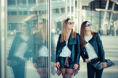 Two beautiful young women shopping Royalty Free Stock Images