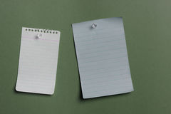 Two blank notes pined Stock Photography