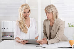 Two blond successful attractive businesswoman working in a team Royalty Free Stock Photos