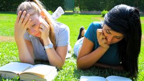 Two bored female students in college Royalty Free Stock Images