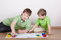 Free Two Boys Draw Paints On Sheets Of Paper Stock Photo - 20698400
