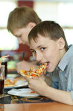 Two boys eatning pizza Stock Photography