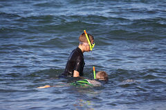 Two boys snorkelling for seashells Stock Photography