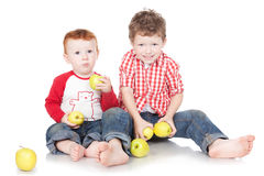 Two brothers eating green apples Royalty Free Stock Photography