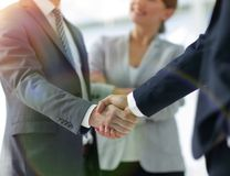 Two Business men shaking hands. While team smiling at office Royalty Free Stock Photography