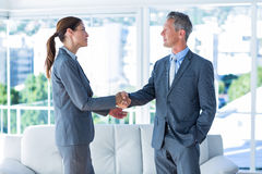 Two business workers shake hands Royalty Free Stock Images