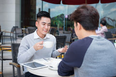 Two businessman having a casual meeting or discussion in the cit Royalty Free Stock Images