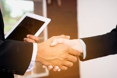 Two businessman shaking hands Royalty Free Stock Photos