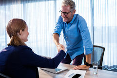 Two businessmen giving a handshake Royalty Free Stock Images