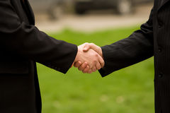 Two businessmen handshaking Royalty Free Stock Photos