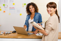 Two businesswoman working together Royalty Free Stock Photography