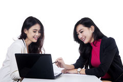Two businesswomen discussing job 1 Royalty Free Stock Images