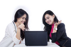 Two businesswomen discussing job Royalty Free Stock Images