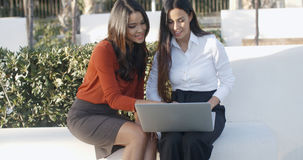 Two businesswomen having an informal meeting Royalty Free Stock Photos