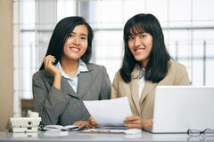 Two businesswomen working in office Royalty Free Stock Photography