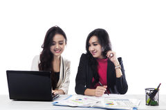 Two businesswomen working together Royalty Free Stock Photography