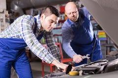 Two car mechanics at workshop Stock Photo