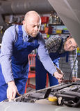 Two car mechanics at workshop Royalty Free Stock Photography