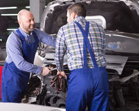 Two car mechanics at workshop Royalty Free Stock Images
