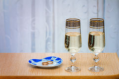 Two champagne flute filled with champagne. Royalty Free Stock Photos