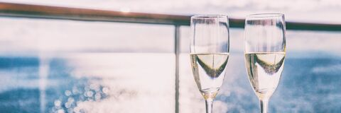 Free Two Champagne Glasses Or Sparkling White Wine Flutes On Ocean Landscape Background, Panorama Banner For Luxury Travel Vacation. Royalty Free Stock Images - 190185219